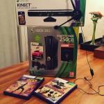 Xbox 360 Konsole Slim 4 GB Carnival und Kinect Adventures schwarzmatt inkl
